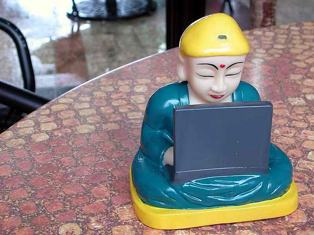 buddha-tweet-www.flickr.com-photos-santos-7514191